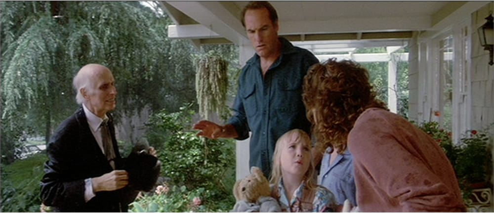 Poltergeist II - The Freeling Family go inside the house.